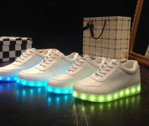 2017 Hot sale led light shoes for man and woman