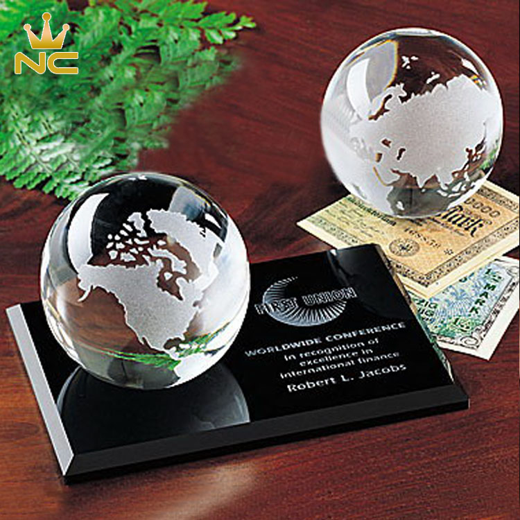 Elegant Clear Crystal Globe Award On Black Glass Earth Base For Business Trophy Gift