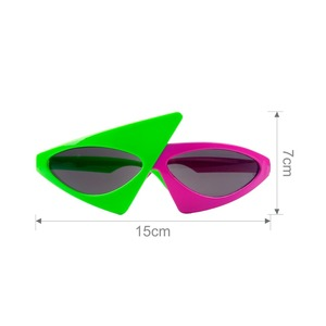 2018 new Green Pink Contrast Funny Glasses Roy Purdy Glasses Asymmetric Triangular Sunglasses Party Decorations uv400 eyewear