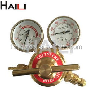Medium duty acetylene gas cylinder regulator with meter