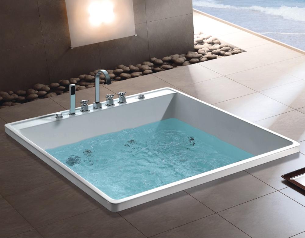 Vasca Da Bagno Piccola Quadrata : Ad piccolo costruito in vasca da bagno a piedi in vasca