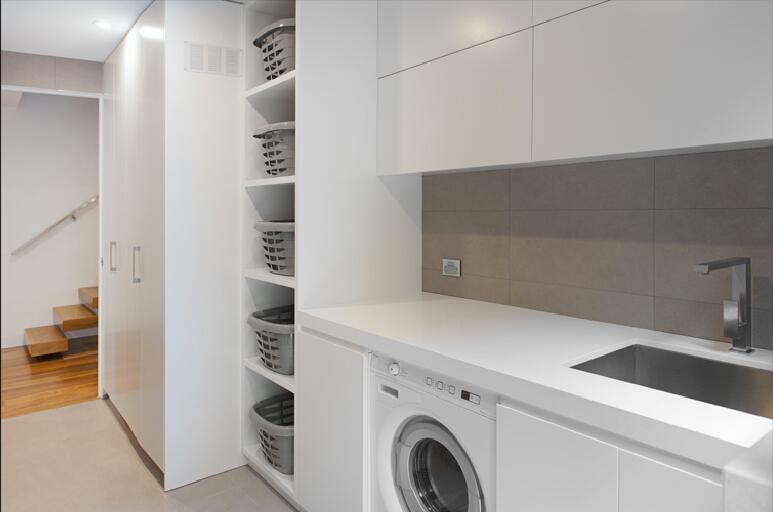 Keukenkastjes Wit Schilderen : Wit hoogglans lak schilderen scullery kast wasserette kast