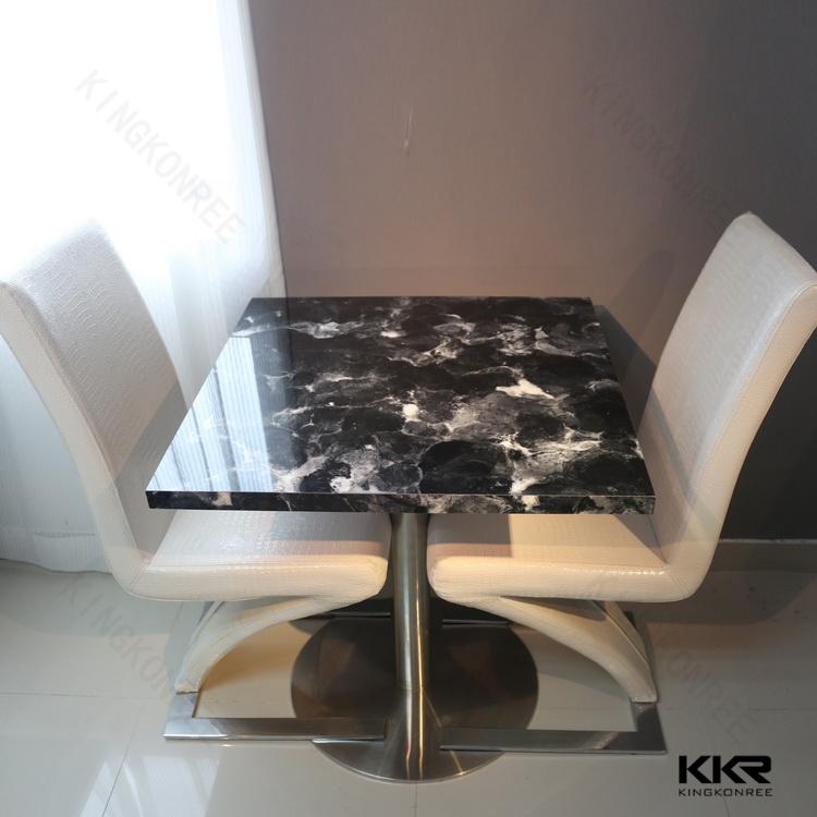 Italiaanse marmeren tafels moderne witte lange smalle keuken ...