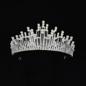 Superior quality Fashion bridal headpiece highlights a large pearl crown