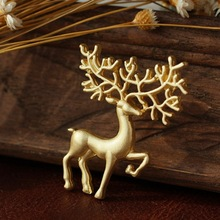 Deer Brooches For Women 2017 Fashion Crystal Rudolph Elaphurus Reindeer Elk Wapiti Moose Milu Pins Brooches Gifts