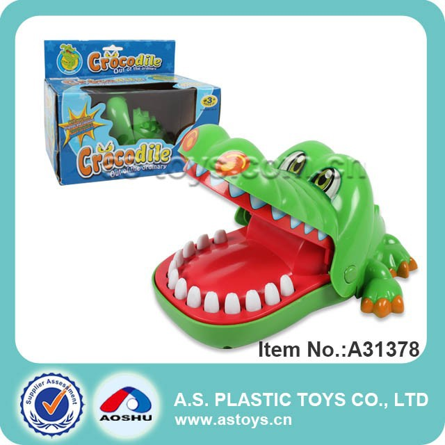 Green plastic bite finger plastic crocodile toy
