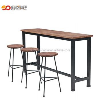 mesa con sillas para bar