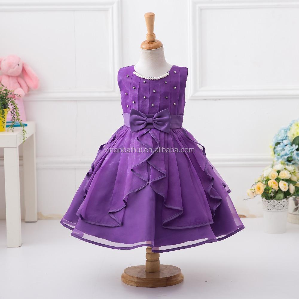 Niña vestido de boda de la muchacha del verano vestido con el grano ...