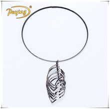 Wholesale gold plated stainless steel cross twisted leaf shape pendant slim wire hoop choker necklace set jewelry gold
