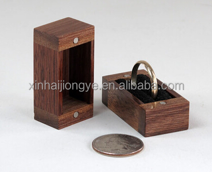 Customized Walnut Wood Ring Keepsake Box Accepted OEM
