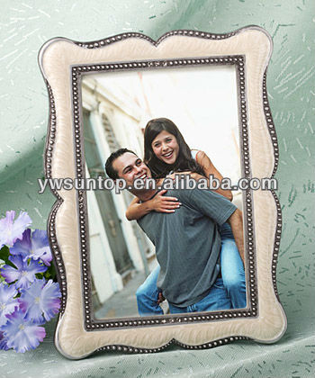 Distinctive Victorian Design Frame Favors wedding favor and gifts