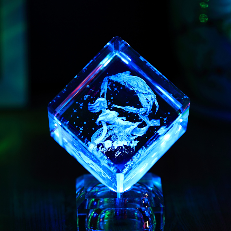 China Suppliers 3d Laser Etched Crystal Cube With Led Crystal Base for Wedding Gift Crystal
