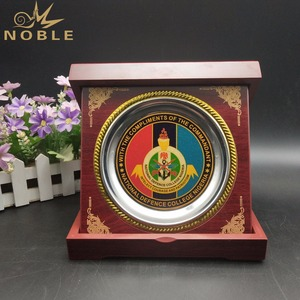 Custom Souvenir Decorative Metal Round Plaque Wooden Award Trophy Plaque with Box
