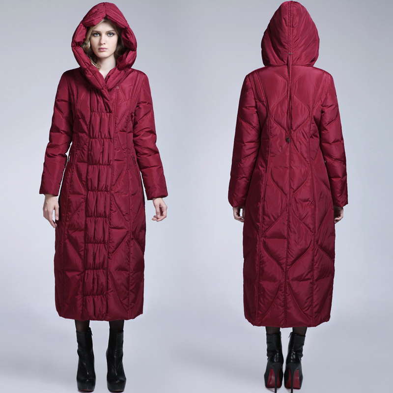 Here is out ultimate list of the Top 25 Best Warm Winter Coats for Women and the back features an elastic draw cord that gives the long puffer jacket a whole lot more style and shape.