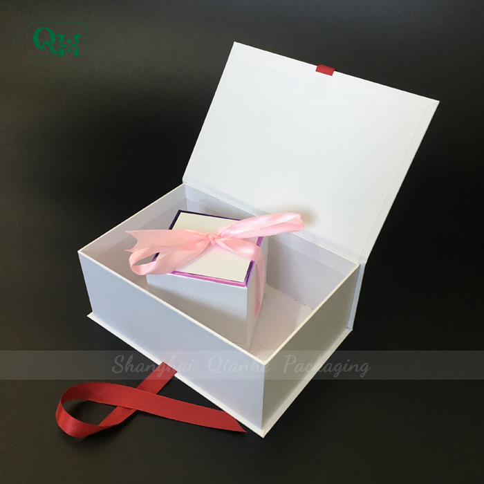 wedding gift packaging box with red ribbon