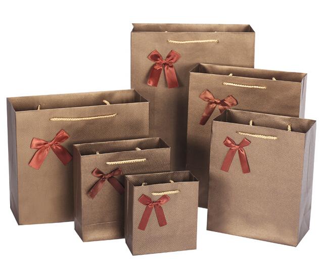 free design 100 pcs lote caf sac de papier cadeau personnalis logo or stamping s rigraphie de. Black Bedroom Furniture Sets. Home Design Ideas