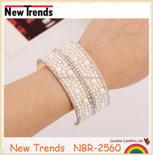 New arrival hot sale gold rhinestone and pearl bangle
