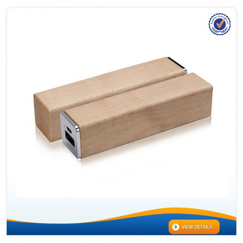 AWC628 Good Qaulity Wood 18650 charger 2200mah portable power stick
