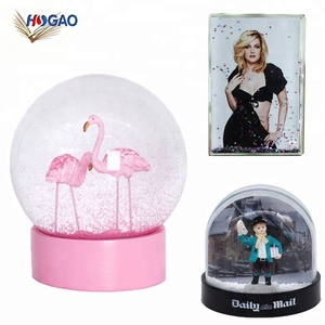 Handmade snowglobe cheap OEM home decor personalize wholesale water globe custom resin snow globe for gift items souvenirs