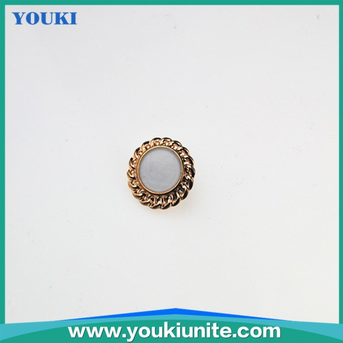 mother of pearls button