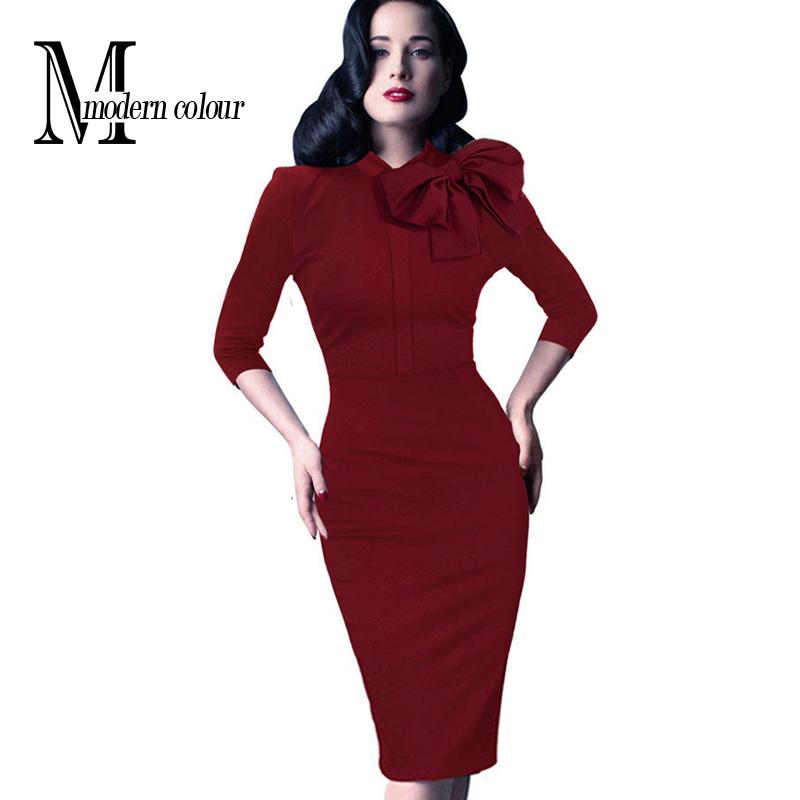 Черное платье красным бантом