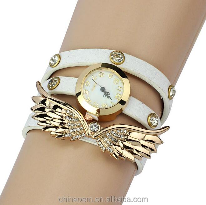 5c67bc36d37 New Coreano mulheres bracelet watch três dicas de roupa colorida Fantasia  diamante assistir relógio de forma