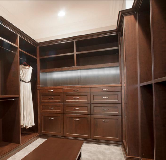 Godrej almirah dise os walk in closet ideas para espacios for Ideas para closets en espacios pequenos