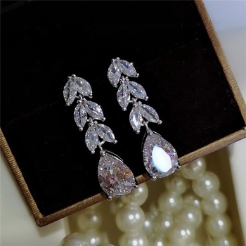 Fashion Female Crystal Leaf Drop Earrings 925 Sterling Silver White Zircon Earrings Boho Wedding Jewelry Long Dangle Earrings