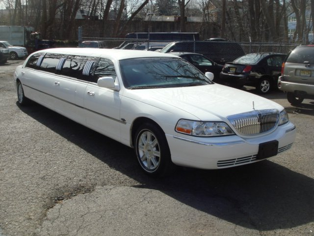 "2007 Lincoln Town Car, 120"" Stretch Limousine w/ Special 5th Door car"