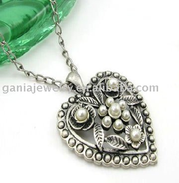China Manufacturer Antique Silver Plated Heart Jewelry with Delicate Heart Pendant