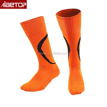 2018 New design wholesale cheap wholesale men 100 polyester football odd fancy cycling socks