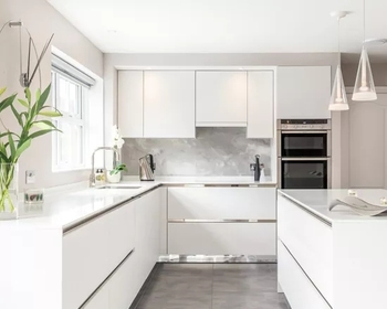 New Trend Modern Kitchen Cabinets In All White Flat Panel With Mirror  Plinth - Buy Flat Panel Kitchen Cabinet,Flat Panel Hight Gloss Laquer  Kitchen ...