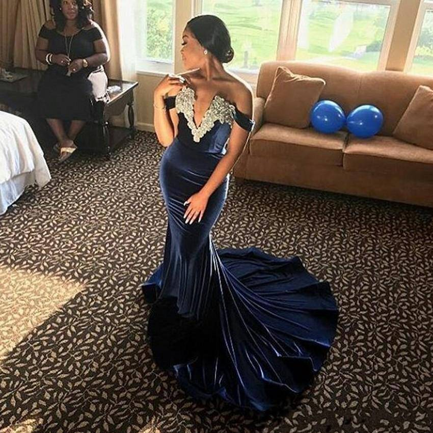 ZH3127G Pizzo Appliqued Al Largo Della Spalla Mermaid Navy Blu Prom Dresses 2018 Velvet Evening Gown robe soiree courte et chic