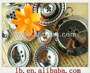 2013 hot sale wholesale high quality resin abs 2/4 holes round silver fashion recycled plastic buttons for garments for clothes