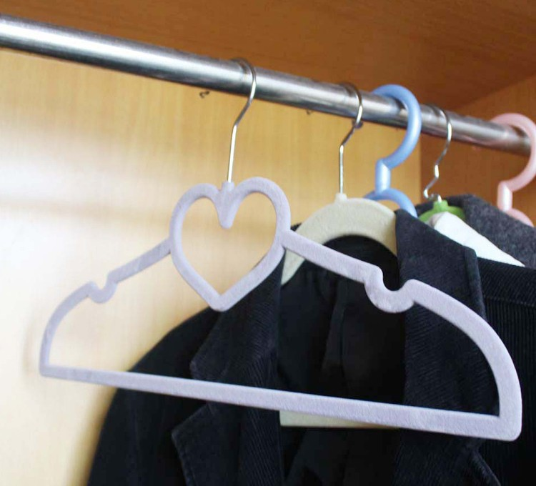 how to clean velvet clothes hangers