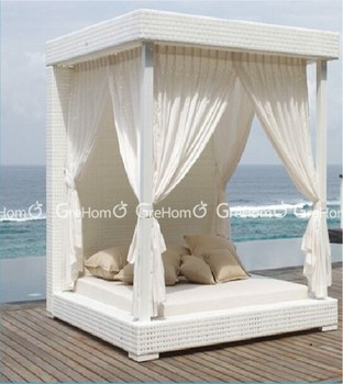 Outdoor Furniture King Size Garden Canopy Day Bed