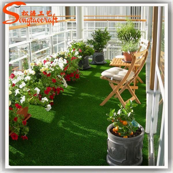 Patio verde decorativo cesped artificial felpudos balc n for Decoracion con cesped artificial