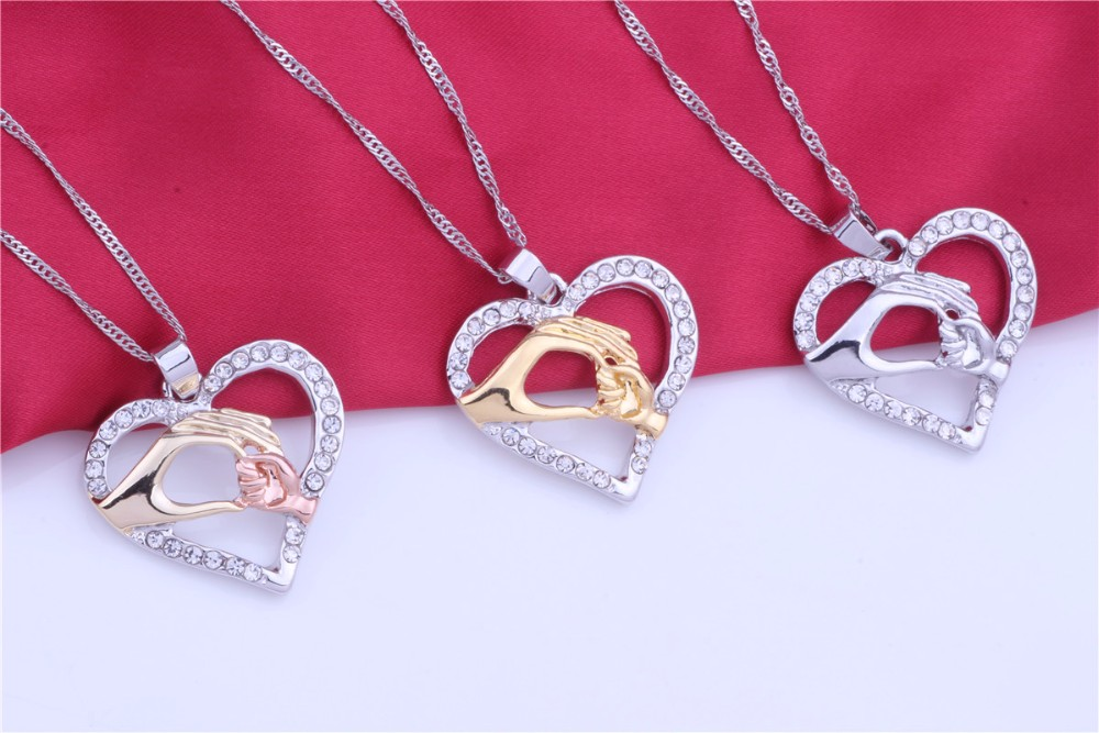 Two Hands Love Mom Heart Necklaces Mother's Day gift, a gift for mom Free shipping