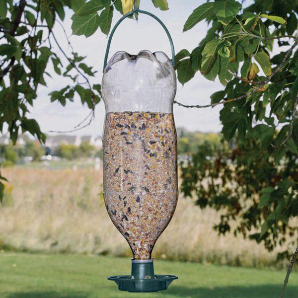 suspendus en plastique bouteille mangeoire pour oiseaux. Black Bedroom Furniture Sets. Home Design Ideas