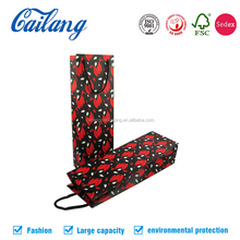 Alibaba customized colored recyclable shopping / wine / cosmetic paper packaging bags