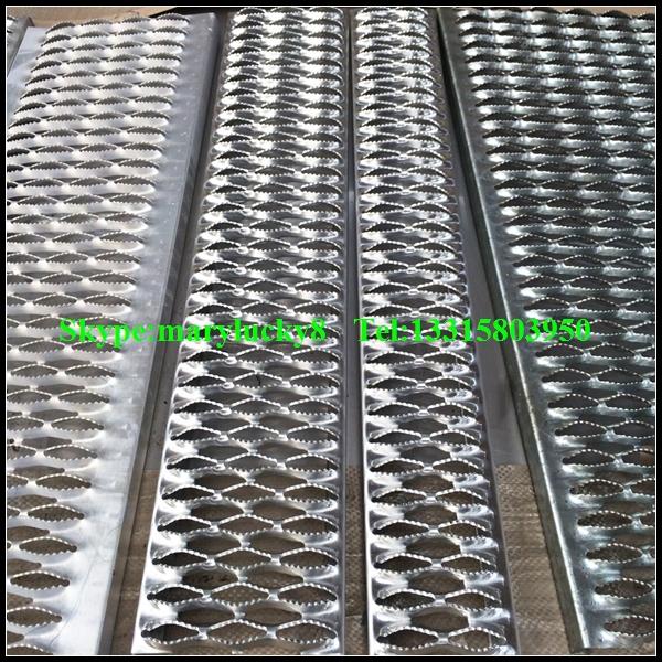Perforated Metal Stair Treads Anti Skid Galvanized Stair
