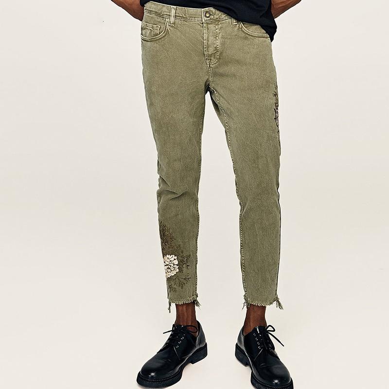 b1f92ed324 Nuevo patrón Casual Slim Fit pantalones caqui bordado de los hombres  pantalones vaqueros