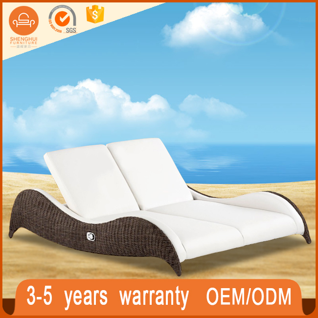 Lightweight Swimming Pool Rattan Beach Lounger Slumber Outdoor Furniture Double Sun Lounger Bed