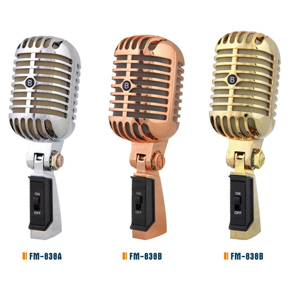 Vintage De Microfono De Mano Estilo Y Grabacion Cantando Uso