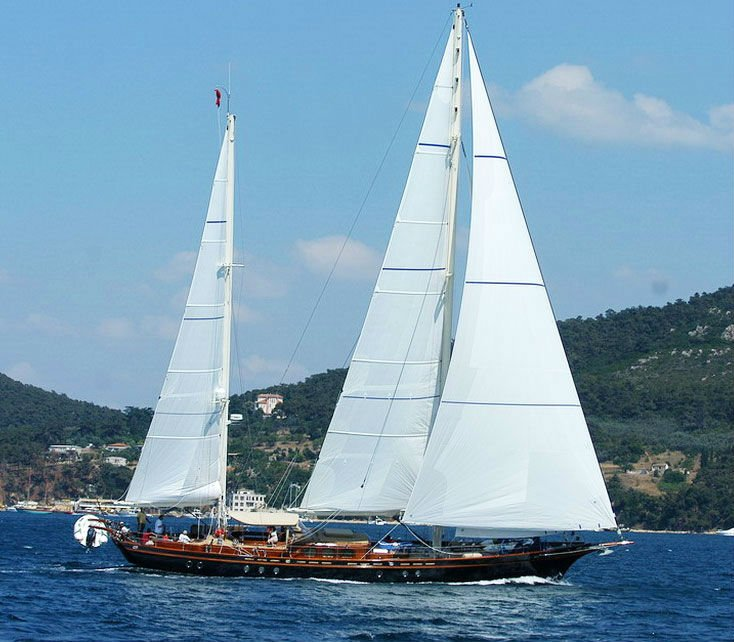 PERFORMANCE SAILING YACHT WITH 4 CABINS