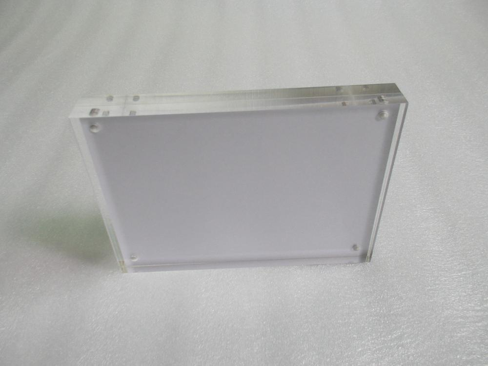 Manufacturer customizes clear acrylic 4x6 magnetic photo frames