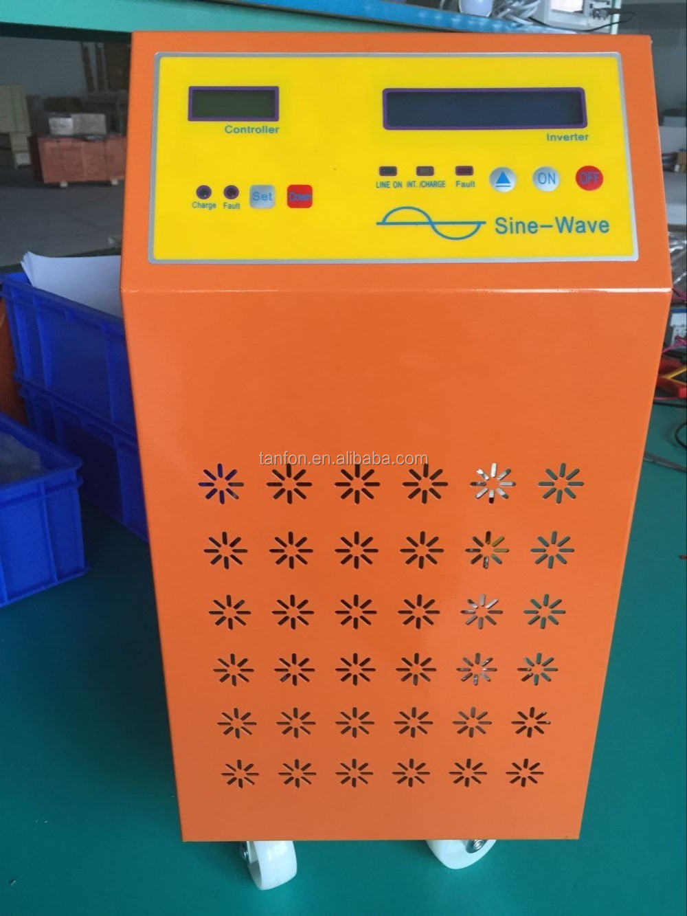 Most popular 0. 7KVA Off-Grid Solar Inverter with integrated MPPT solar charge controller