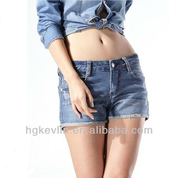 Fille chaude pets en jeans
