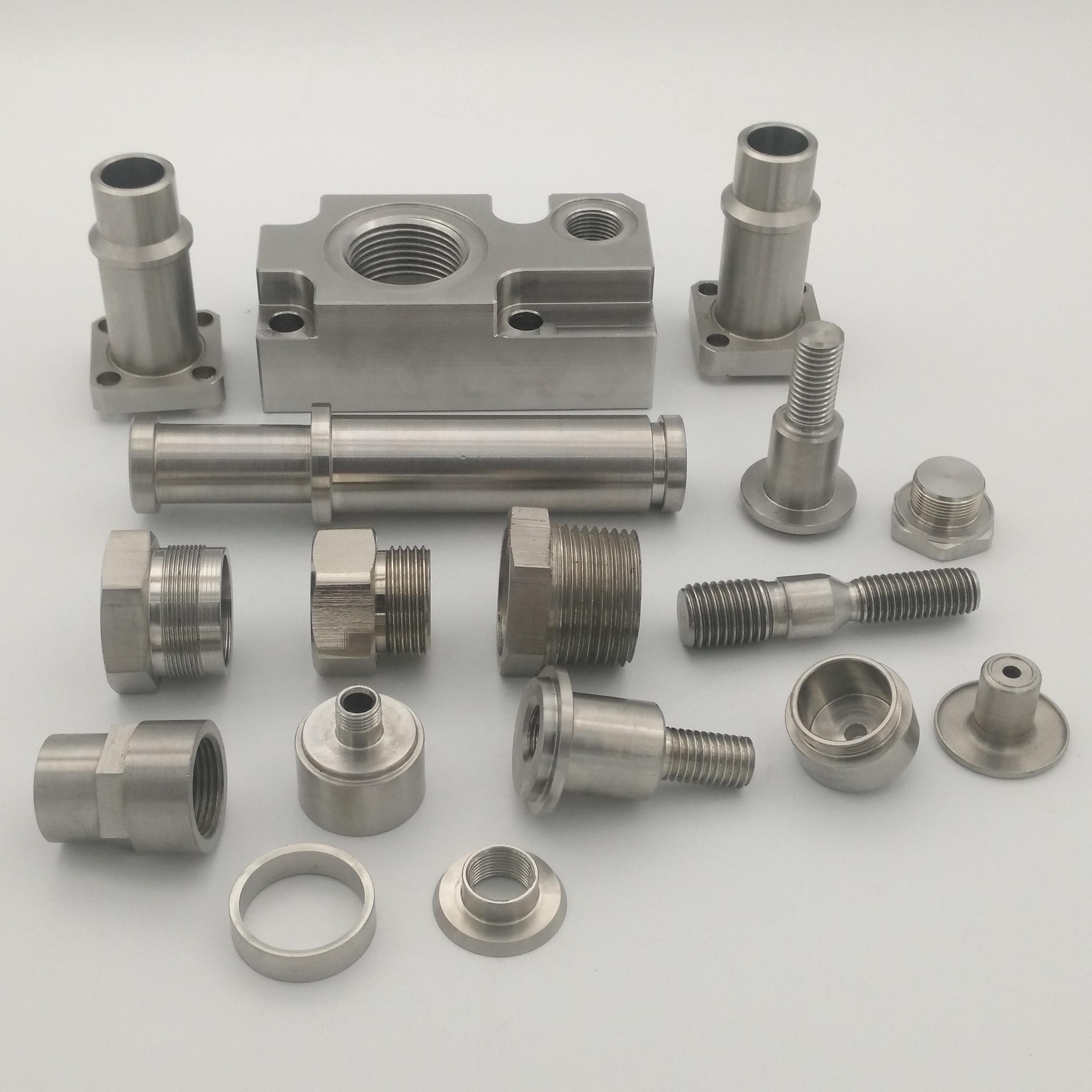 Cnc الدقة متعددة الوظائف المواد طحن الألومنيوم cnc الآلات رخيصة الصلب تحولت جزء