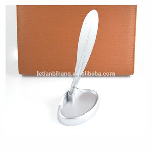 Making creative pluma metal desk pen stand set for office